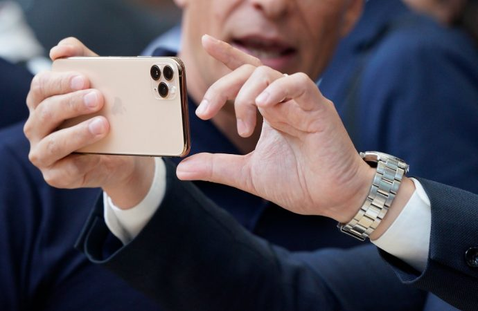 New iPhone disturbs people with trypophobia, fear of small holes