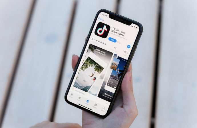 TikTok's Chinese owner offers to forgo stake after Trump threatens to ban app
