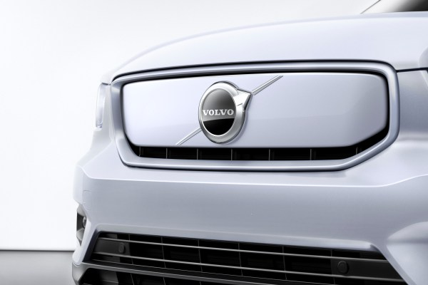 Volvo AB and Daimler Trucks team up in hydrogen fuel cell joint venture